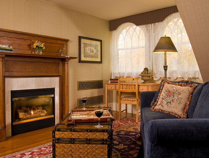 Games and fireplace in Room 5