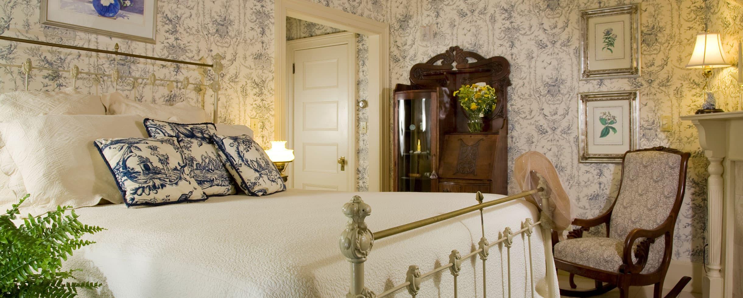Romantic bedroom in Room 7